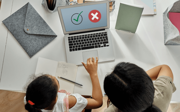 20 Pros and Cons of E-Learning in Live Virtual Classrooms (+ 4 Free Tools!)