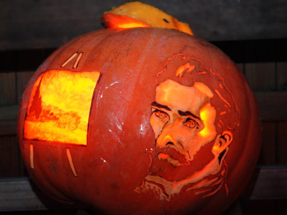 A pumpkin carved as Vincent van Gogh